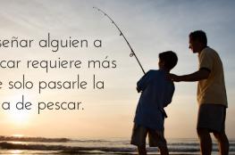 Enseñar a pescar requiere más que solo pasar la caña de pescar.